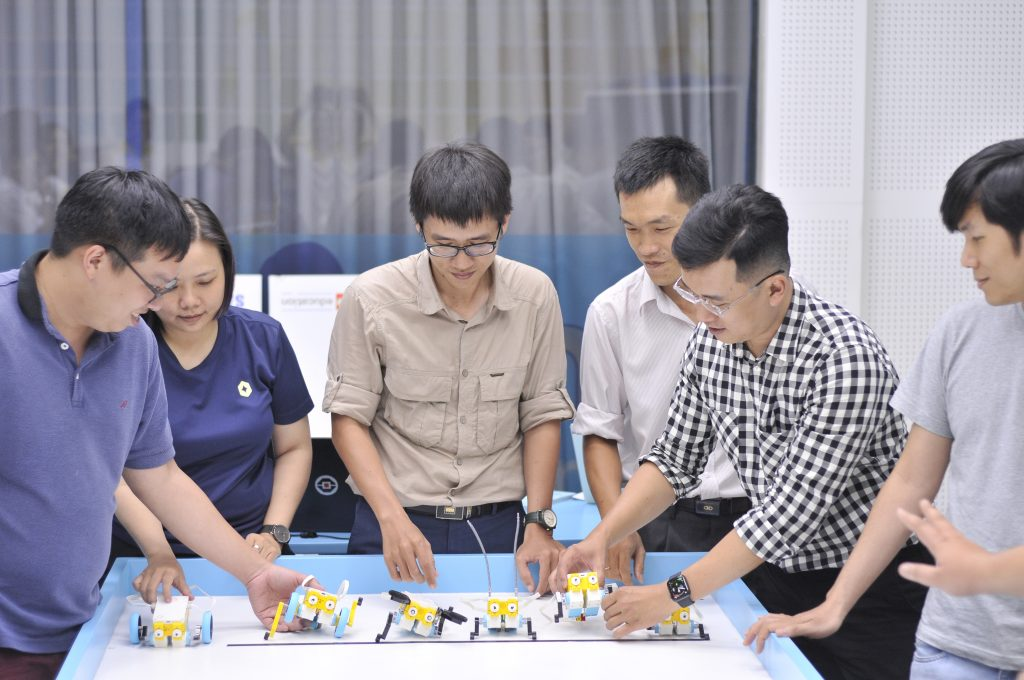 Người truyền cảm hứng LEGO education